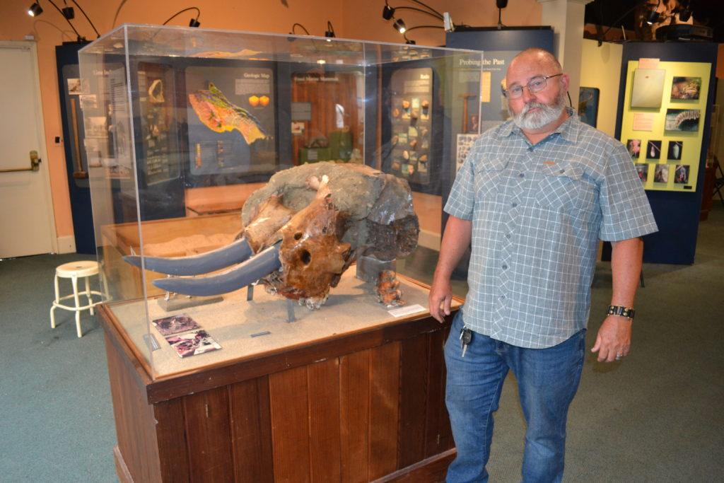 Wayne Thompson, Paleontologist